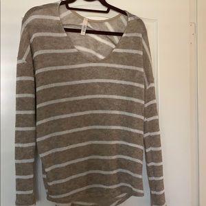 Excellent Condition Lightweight Sweater